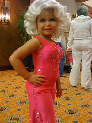http://2.bp.blogspot.com/-npxGPap348Q/TmpuZ4kGExI/AAAAAAAAAsI/HhOHzBXAPbE/s1600/Toddlers+in+Tiaras.jpg