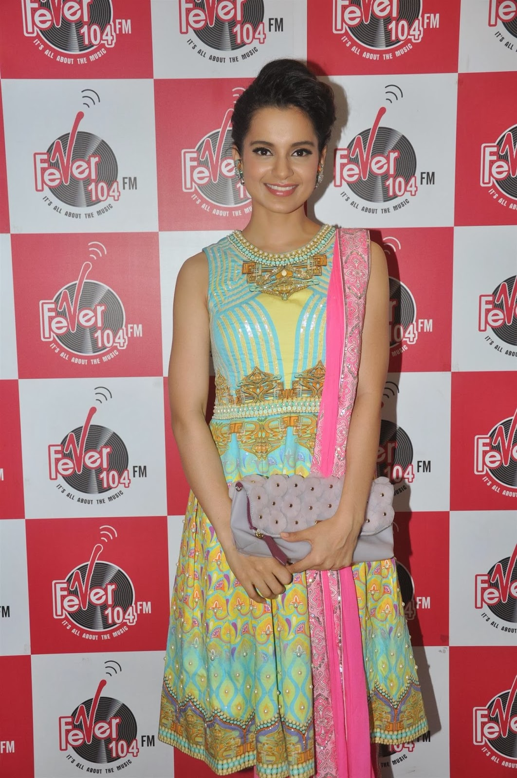 http://2.bp.blogspot.com/-npyko8oNl44/Uvs0q44Of5I/AAAAAAAAkOs/TSzaaBoosTo/s1600/Kangana-Ranaut-Promotes-Queen-Movie-At-Fever-104-FM-8.JPG