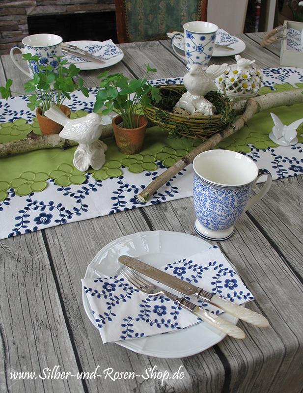 Natürliche Deko in Weiß Blau und Grün mit Porzellanvögeln