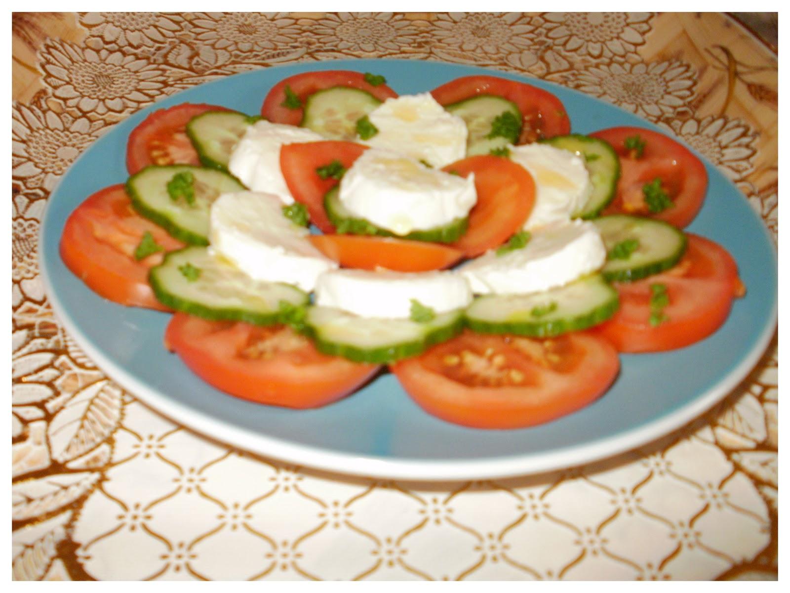 Cuisine de nejma entr e avec une petite salade for Petite entree simple