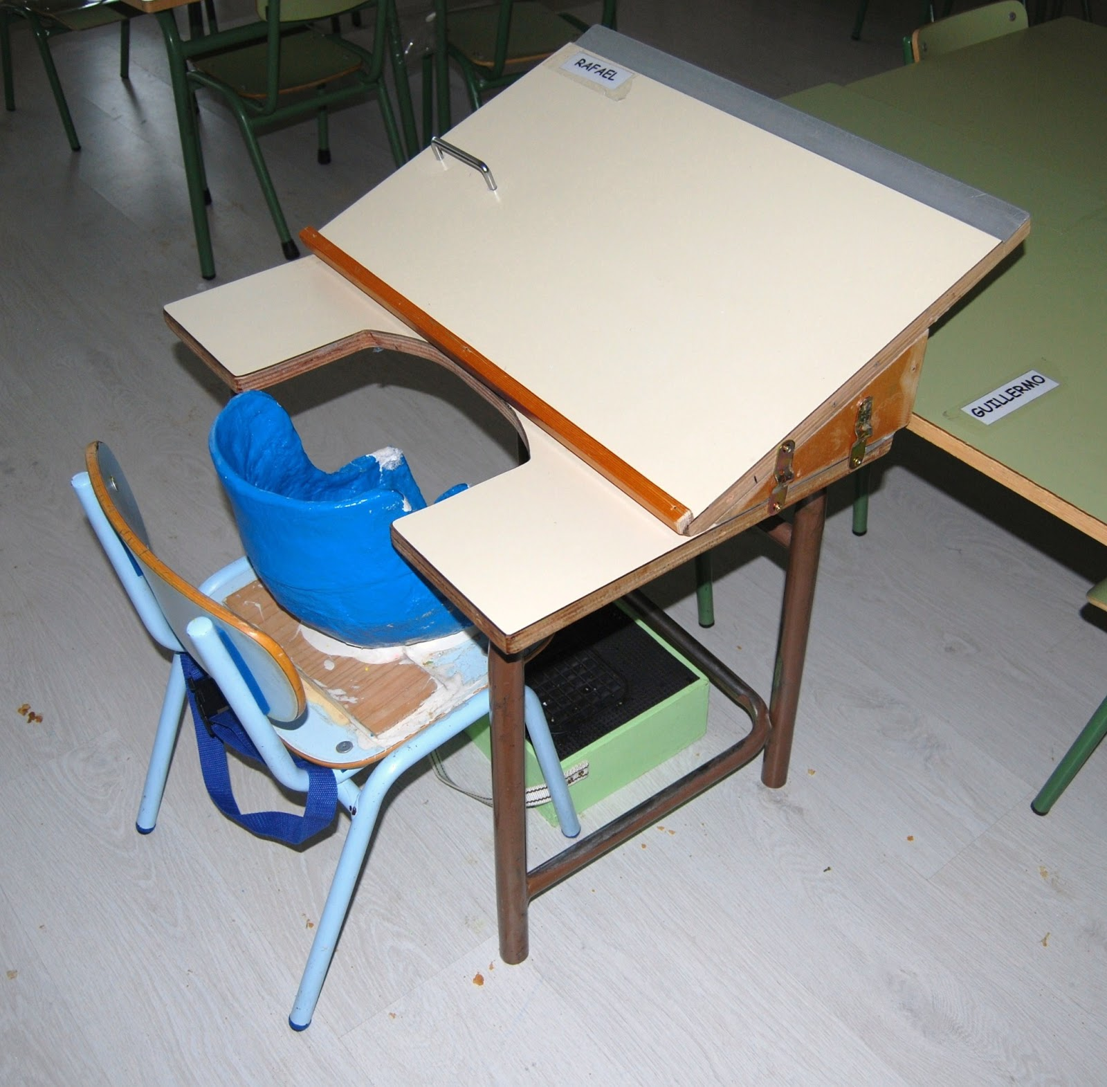 El ba l de a l mobiliario de aula para ni s con for Agora mobiliario s l
