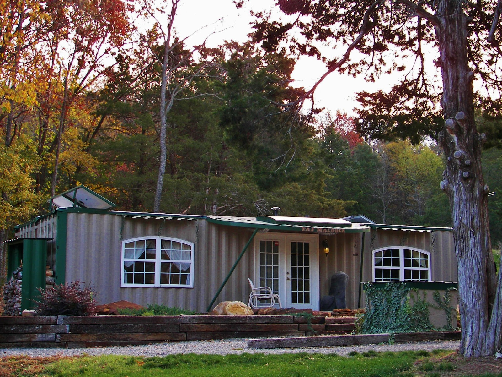 Shipping Container Home Cabin 1600 x 1200