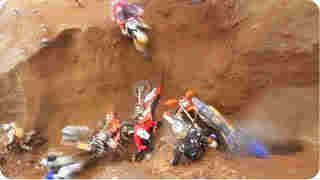 fool bike racers falling in same place, funny bike race, funny videos, funny bike ride, muttaa payalunga, sariyaana comedy, sirippu padam, sirippu video, comedy videos, tamil24x7 blog, tamil247,அட முட்டா பய மருமவனுகளா ... அதுக்குன்னு இத்தன பேரா ..?,sariyaana comedy