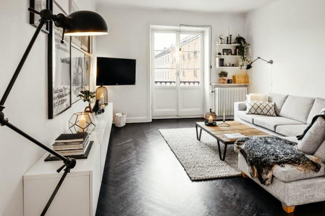 Casa nordica in bianco, nero e legno