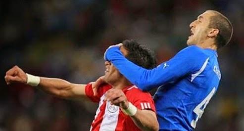 smešna slika: fudbaleri u skok