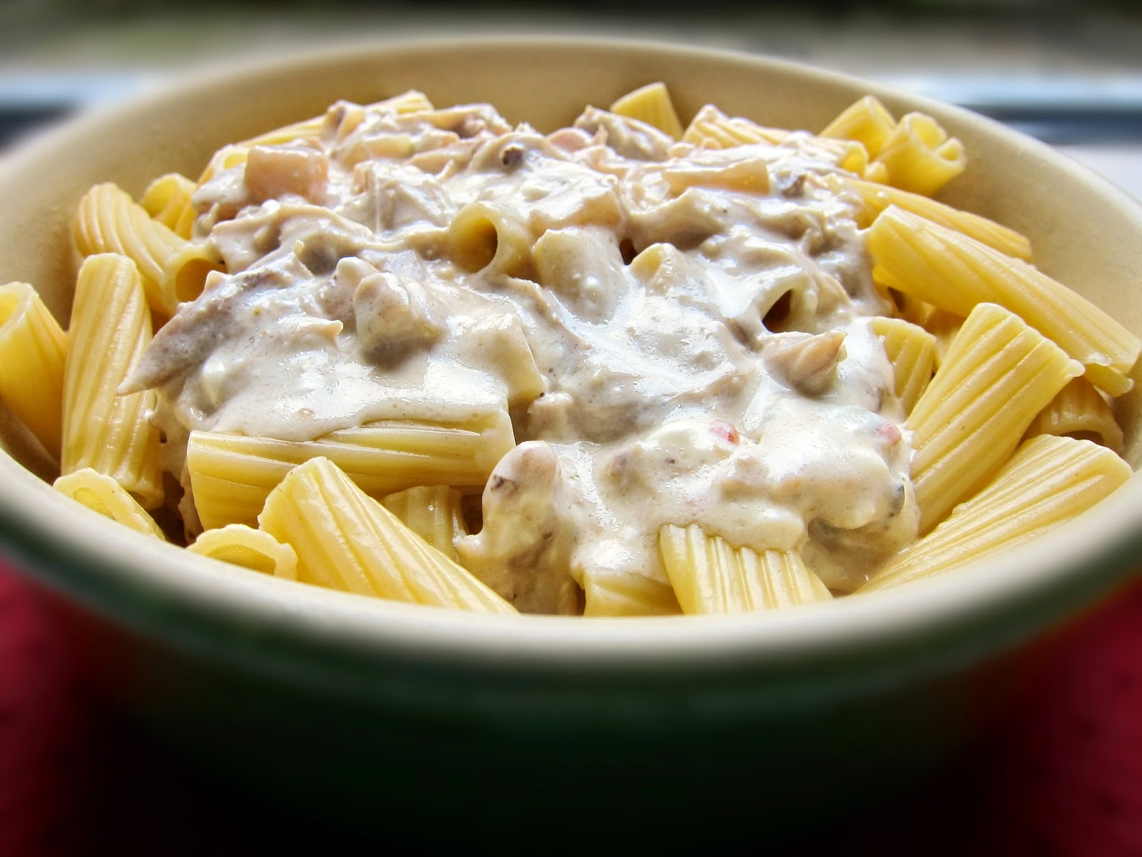 Creamy Crockpot Chicken & Pasta