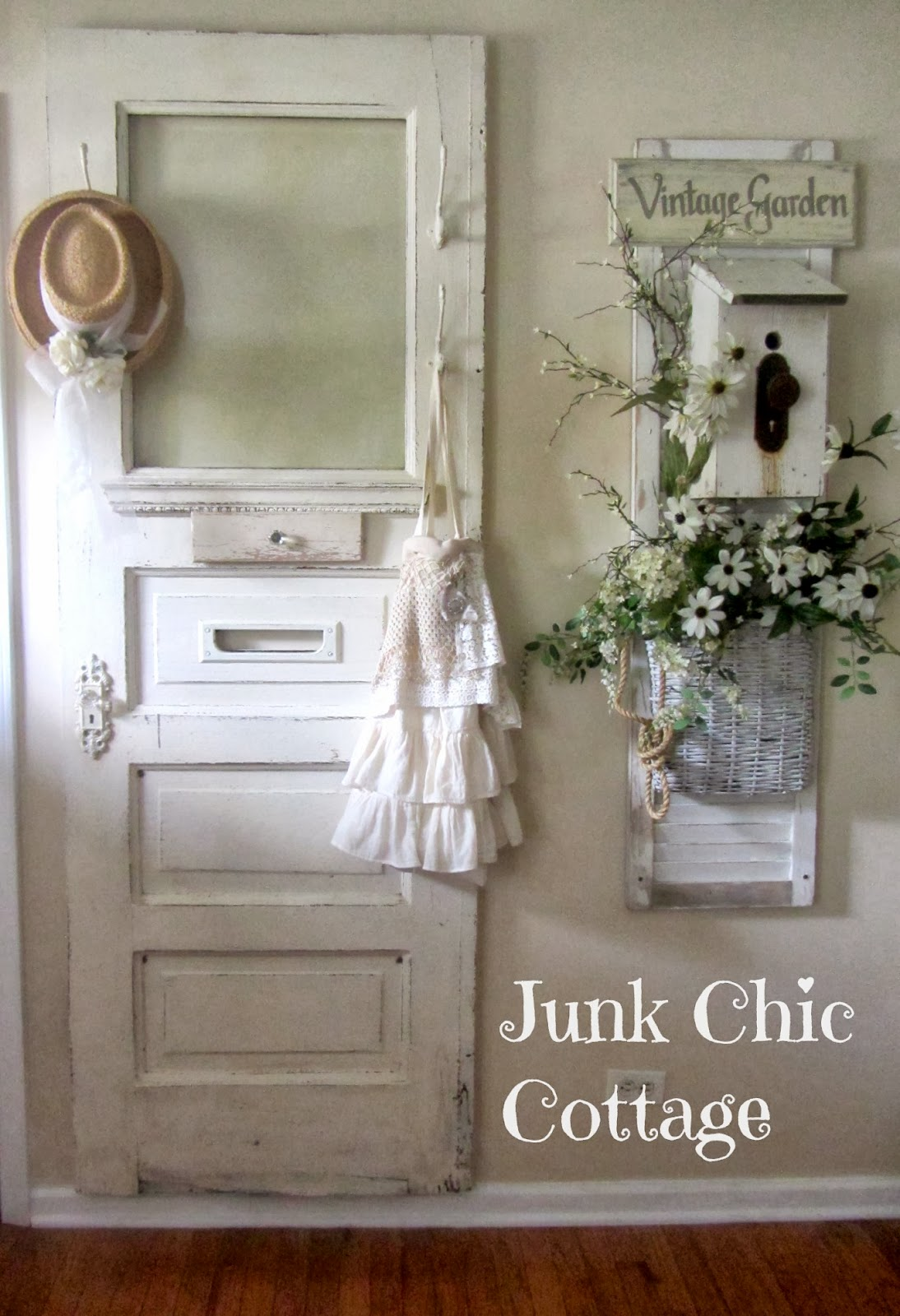 Junk chic cottage entertainment cabinet and entry way - Porte shabby chic ...