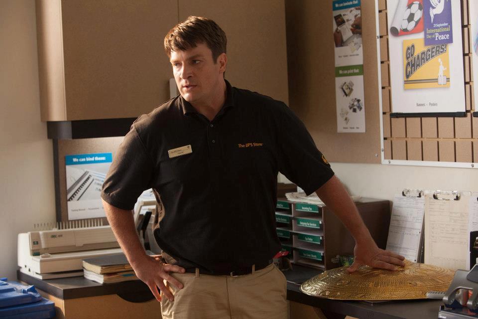 Nathan Fillion caracterizado de Hermes en una escena de la película Percy Jackson y el Mar de los Monstruos