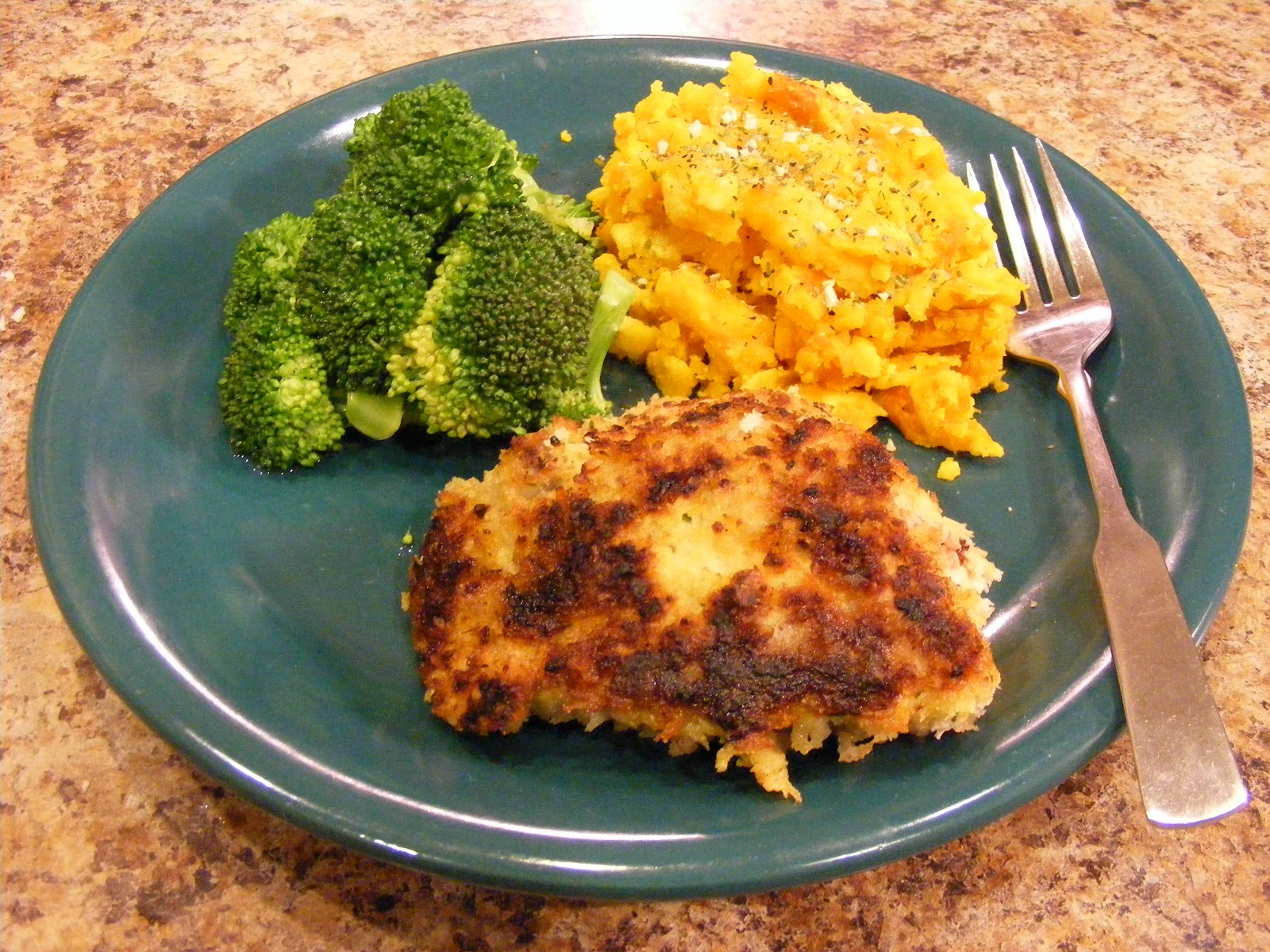 ... !: Herb Crusted Chicken Thighs with Steamed Broccoli and Acorn Squash