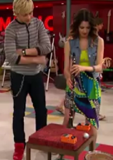 Laura Marano's Look As Her Character Ally In The Upcoming Episode Of
