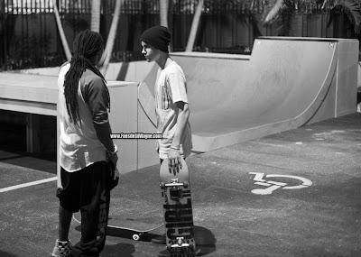 fotos de lil wayne y justin bieber haciendo skate y hablando en casa de lil wayne