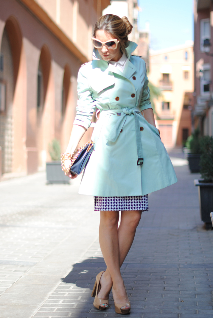Queen's Wardrobe mint trench by the Spanish fashion blogger Mónica Sors 9