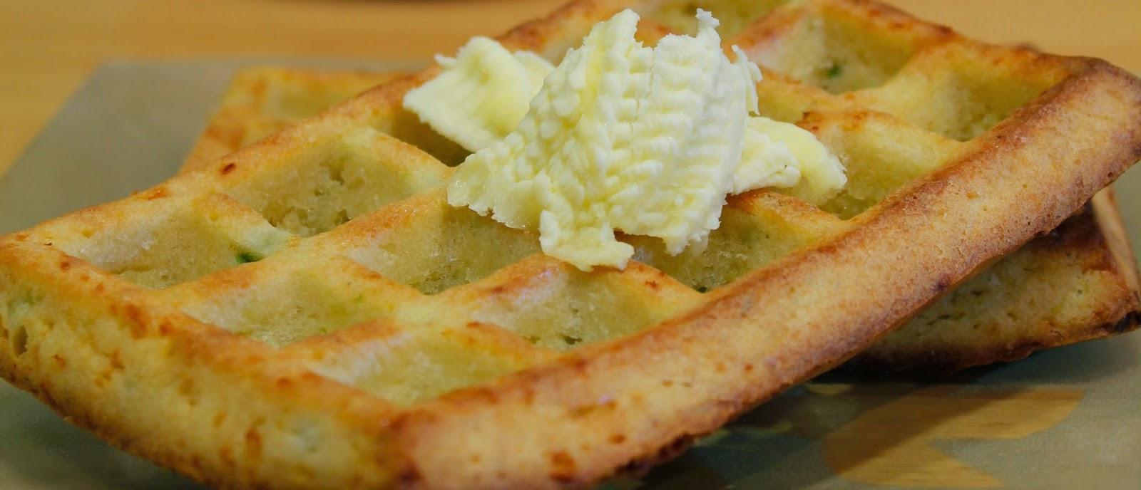 Gofres salados de queso y ajetes