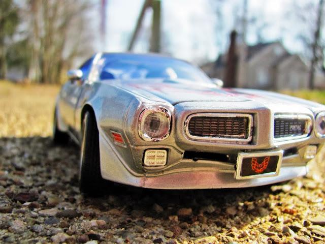 "<img src=""http://2.bp.blogspot.com/-nsAV7JNNguU/UtV4lJvpV9I/AAAAAAAAH40/qop232bKiZc/s1600/car-wallpapers-pontiac-firebird-1973.jpg"" alt=""Pontiac car wallpapers"" />"