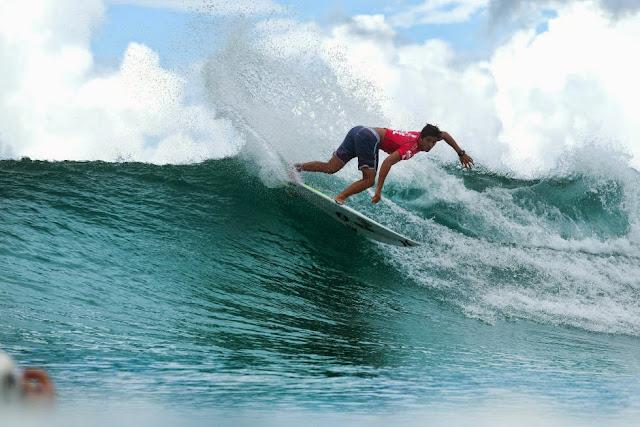 4 Quiksilver Pro Gold Coast 2015 Miguel Pupo Foto WSL Kelly Cestari