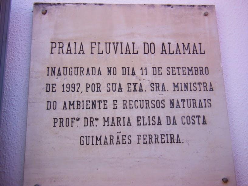 Placa indicativa da inauguração da Praia