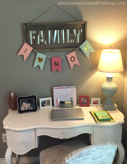 An office or blogging space in the playroom is perfect for SAHM's!
