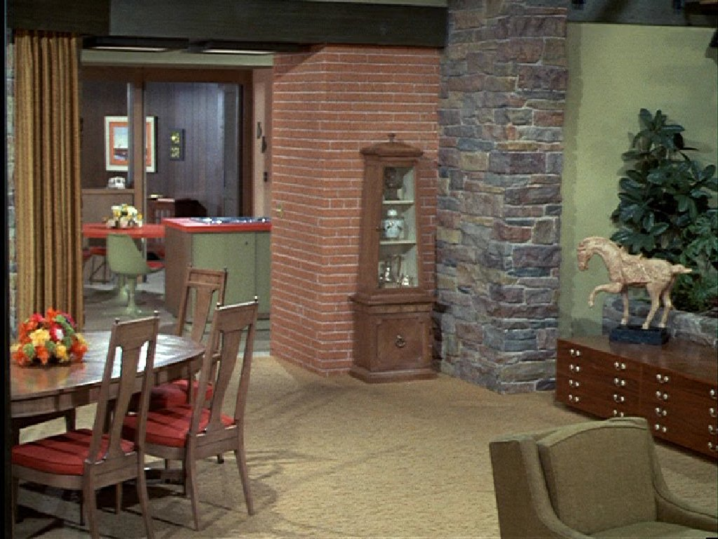 The brady bunch blog the brady bunch dining room for Today s home furniture