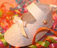 zapatitos de papel para bebé.