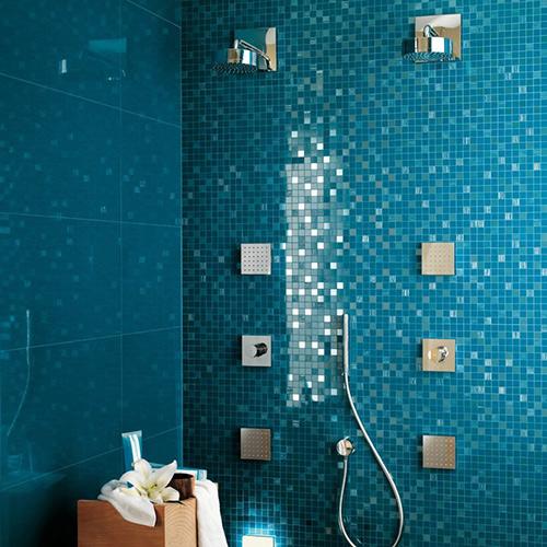 Baños Con Azulejos Azules:Azulejos modernos con reflejos de Atlas Concorde – BonitaDecoración