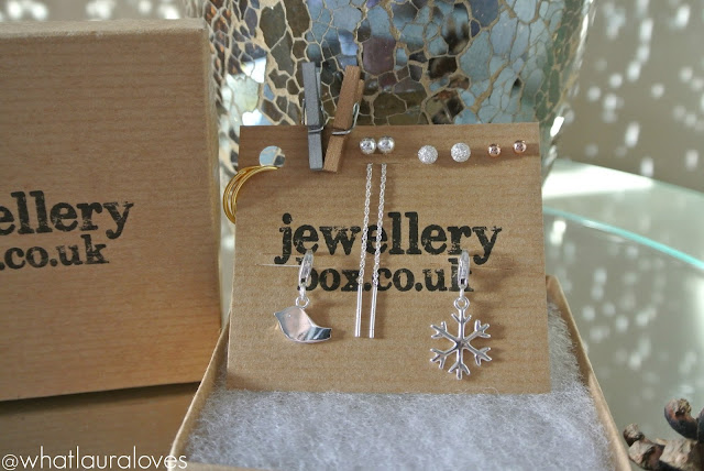 Photo showing the jewellery box pieces that are on sale for black friday