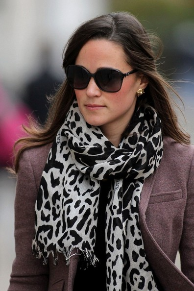 how to wear animal print scarf with red shoes