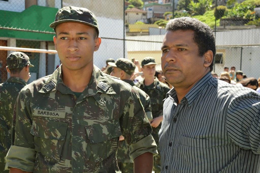 Carlos Gonçalves, orgulhoso do filho, o recruta Mateus Barbosa