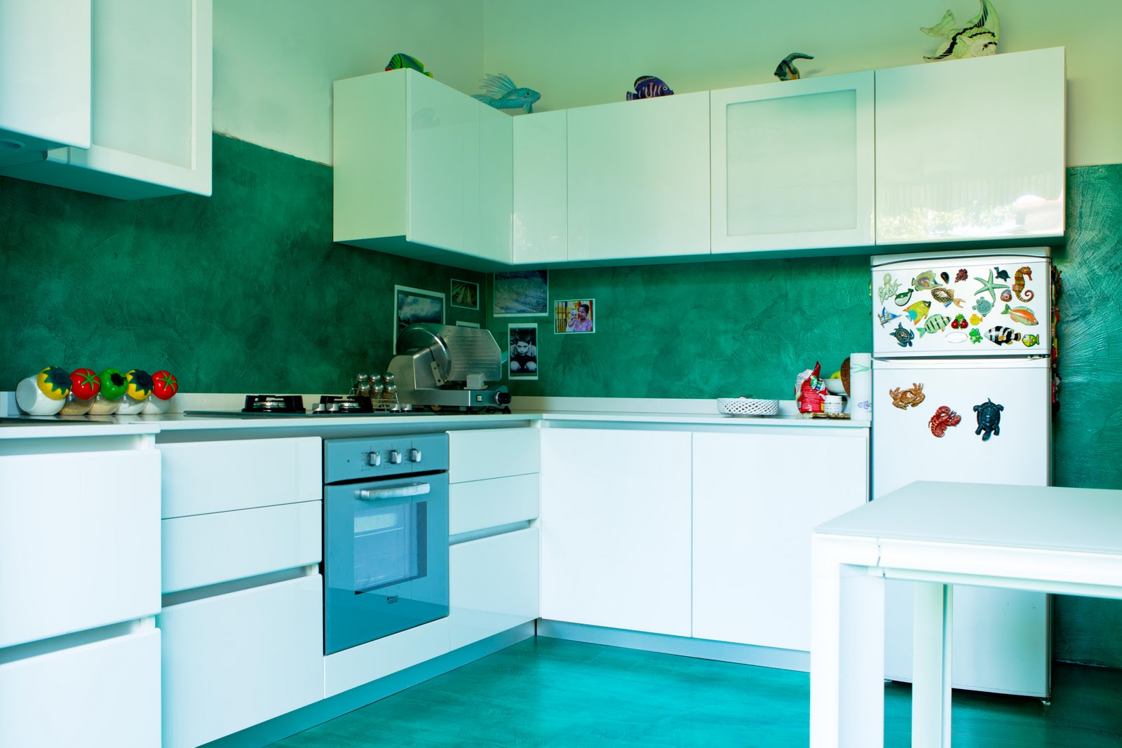 Cucina in resina parete e pavimento resin kitchen wall - Resina parete cucina ...
