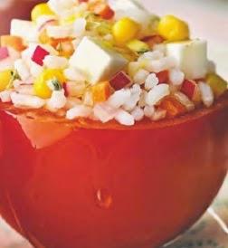 Tomates rellenos arroz ensalada