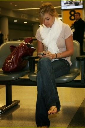 Tendência roupas para viajar confortavelmente para as férias