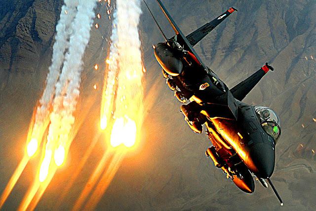 F-15 Eagle flares