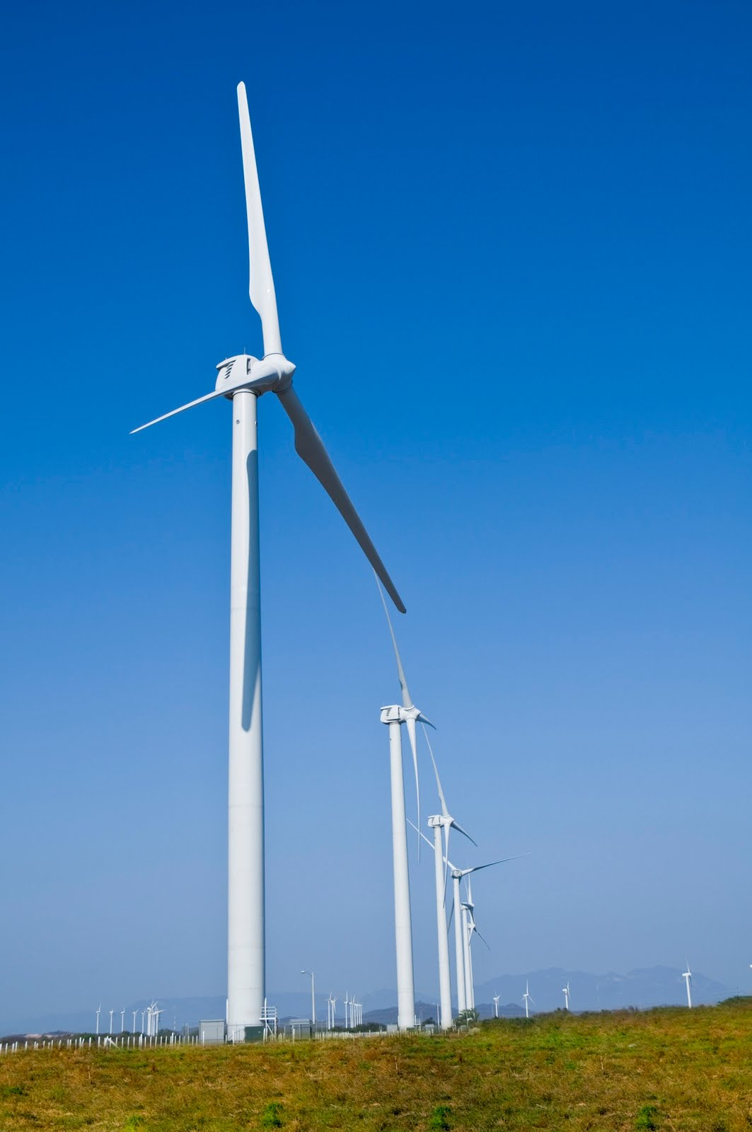 http://2.bp.blogspot.com/-nuNFy1fAIwc/TefrmZh0B6I/AAAAAAAAAwU/9UQNUZD1Ahg/s1600/Oaxaca_I_Lamatalaventosa_Wind_Farm.jpg