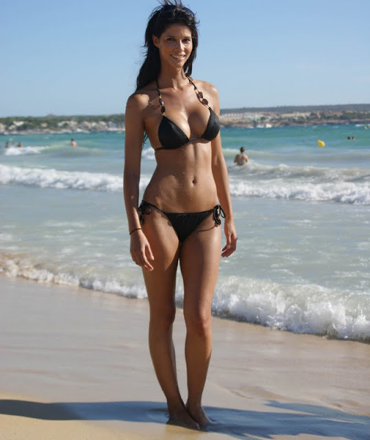 Micaela Schaefer - Bikini Candids in German