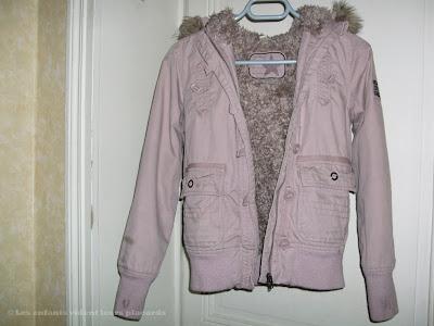 A vendre : blouson Okaïdi vieux rose à capuche, doublé fourrure - fille 12 ans (voir plus de détails)