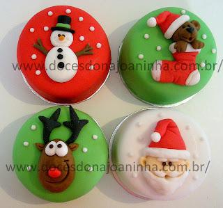 Minibolo decorado Natal com Papai Noel, rena, guirlanda