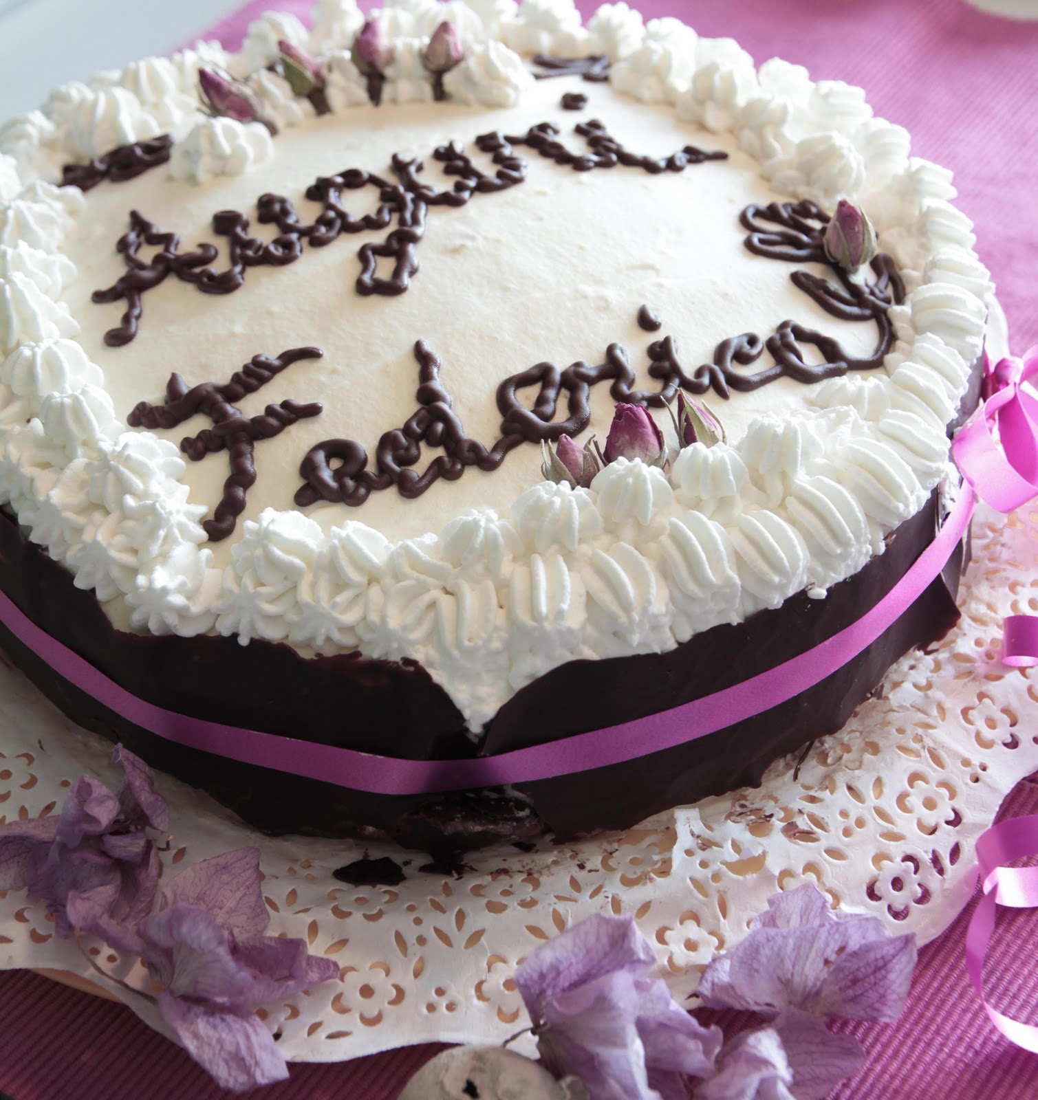 http://dolcelavita-mysweetart.blogspot.it/2011/10/torta-buon-compleanno.html