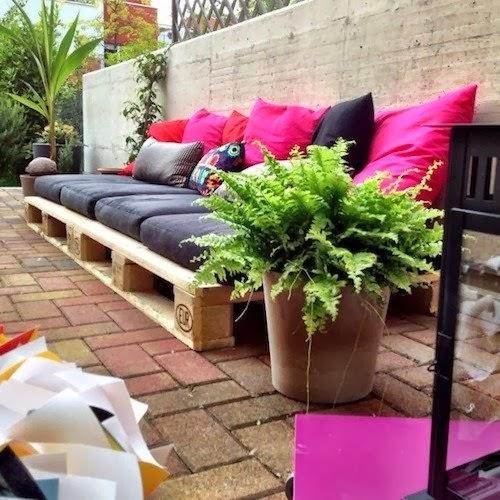 Home garden 20 id es pour transformer des palettes en for Canape exterieur en palette