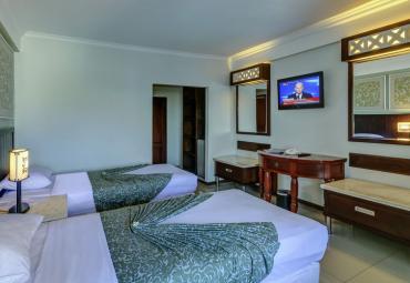 Menginap di Hotel Maharani Beach Bali