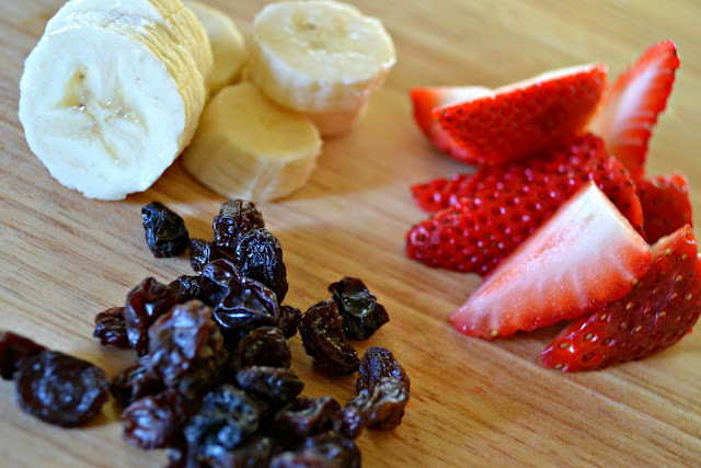 MommyTesters easy breakfast from Safeway Vons #cbias #BreakfastSavings fruit for cereal