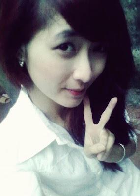 2, gái xinh tự sướng :)