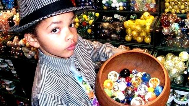 Ni o de 8 a os se hace millonario vendiendo canicas taringa - Nino 6 anos se hace pis ...