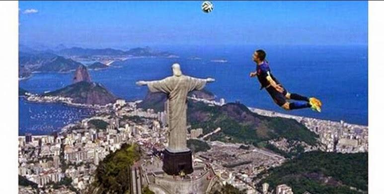 Gaya Heading Robin Var Persie Jadi Foto Meme Di Media Sosial