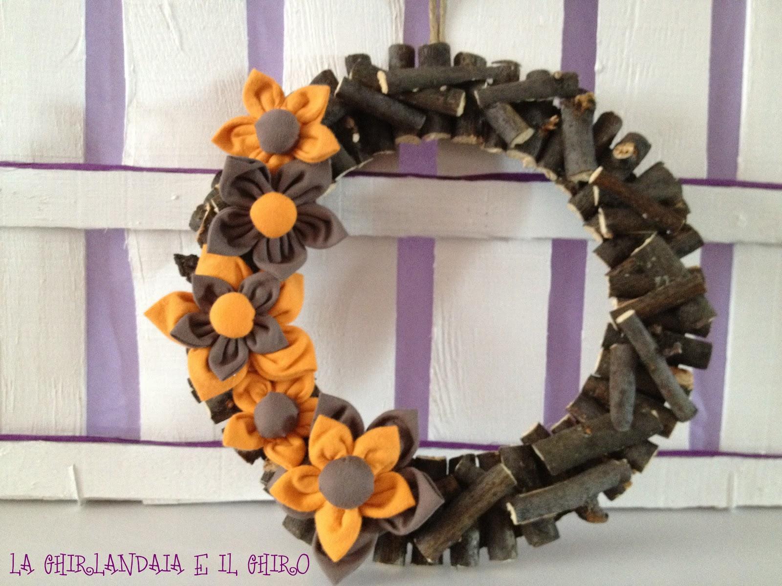 La ghirlandaia e il ghiro ghirlanda con fiori di stoffa for Fiori con la e