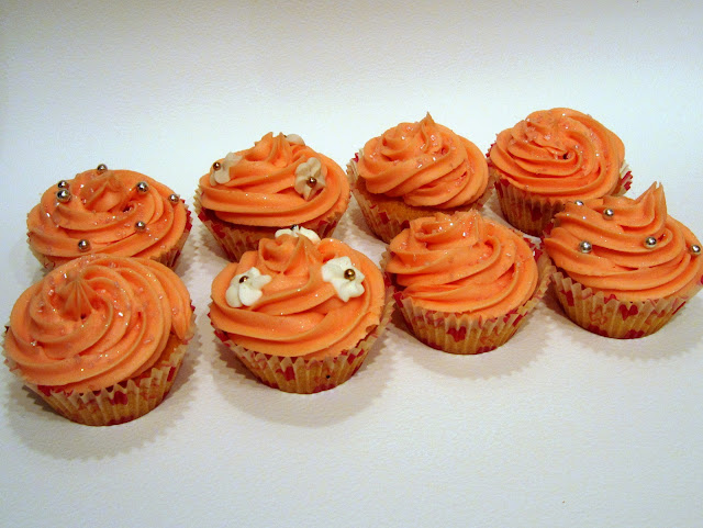 homemade iced cupcakes how to decorate cakes piped