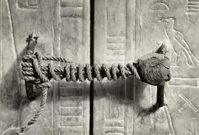 Ultimate Collection Of Rare Historical Photos. A Big Piece Of History (200 Pictures) - The unbroken seal on King Tut's Tomb