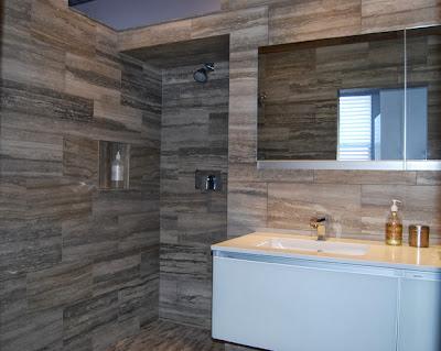kamar mandi batu alam berwarna hitam