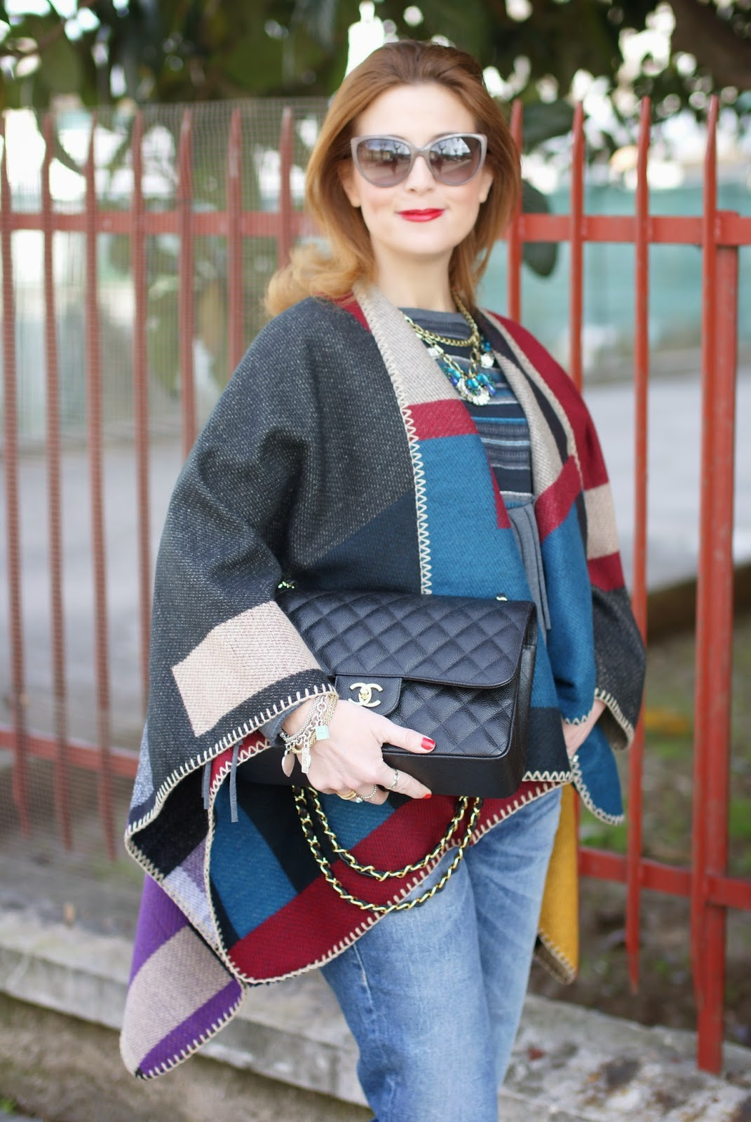 Cowboy chic style, Zara fringed sweater, Oasap cape, Burberry style, Chanel 2.55 bag, Fashion and Cookies fashion blog, fashion blogger