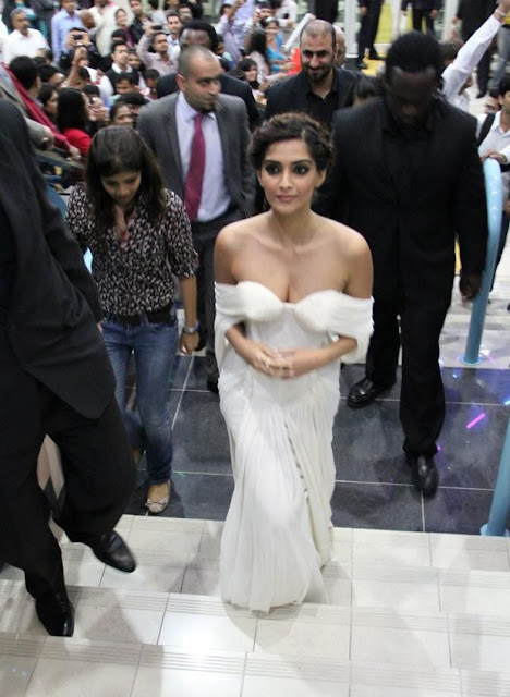 sonam kapoor hot stills in white dress