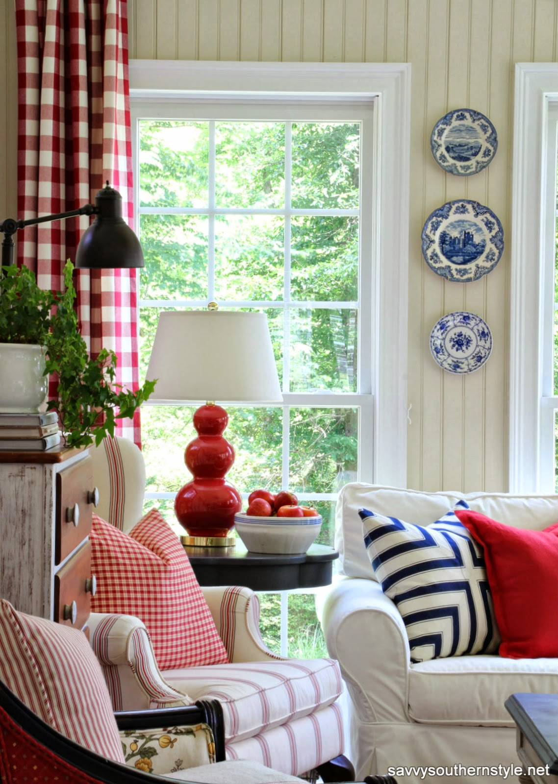 Savvy southern style stars and stripes in the sun room for Red white and blue living room ideas