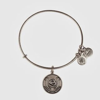 Iconic Horseshoe Charm Bangle